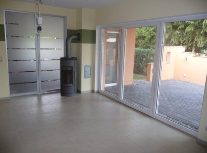 Barrierefreier bungalow wohnzimmer hansebautechnik for Bungalow planen